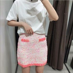 ZARA Tweed Skirt Frayed Trim Pink White Pockets